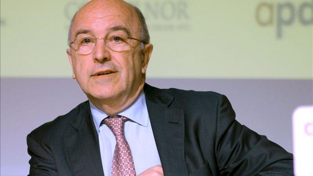 El vicepresidente de la Comisión Europea y Comisario de la Competencia, Joaquin Almunia, durante la conferencia que ofreció hoy en Bilbao sobre la situación actual y las perspectivas de la economía europea. EFE