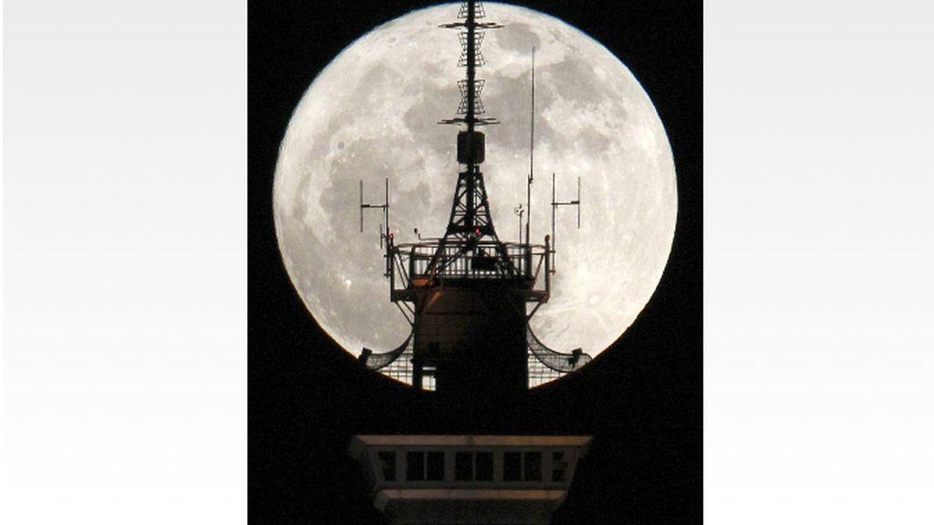 La Super luna 2012, más grande y más brillante