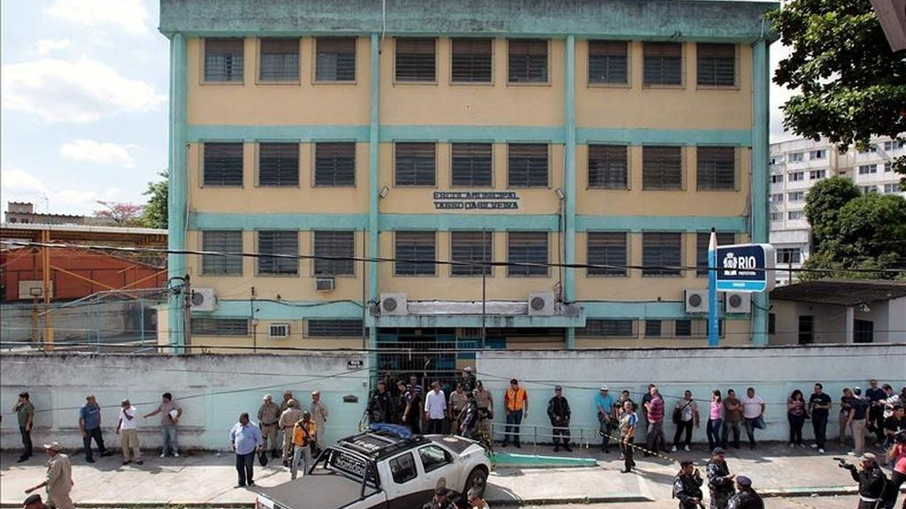Vista general de la escuela pública municipal Tasso da Silveira, localizada en el barrio de Realengo, en Río de Janeiro, donde al menos donde al menos once escolares resultaron muertos y 18 heridos. EFE