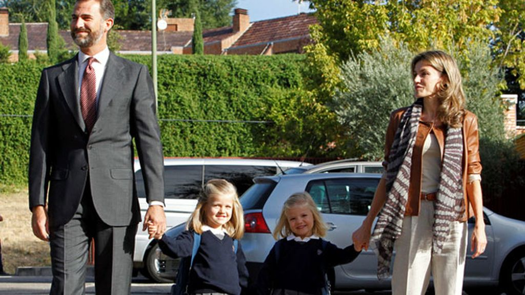 Las infantas en su primer día de colegio en 2010