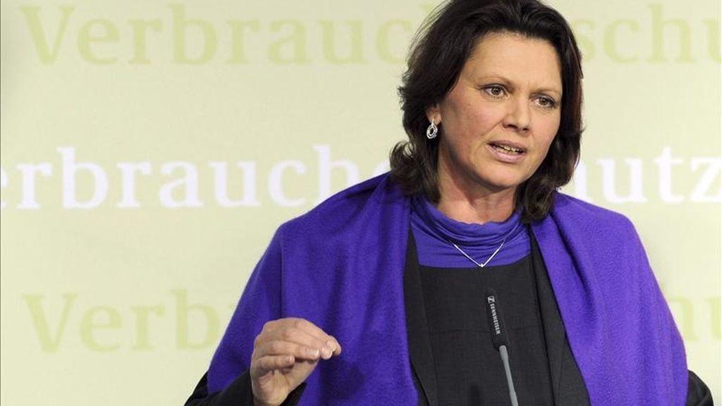 La ministra alemana de agricultura, Ilse Aigner, comparece en una rueda de prensa en Berlín, Alemania. EFE