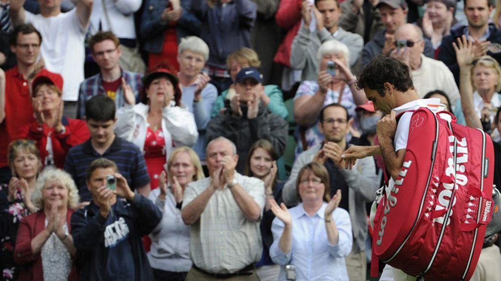 Federer derrotado en segunda ronda de Wimbledon por el ucraniano Stakhovsky