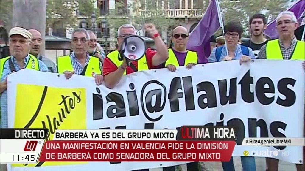 Manifestantes piden la dimisión de Barberá a las puertas del Ayto. de Valencia