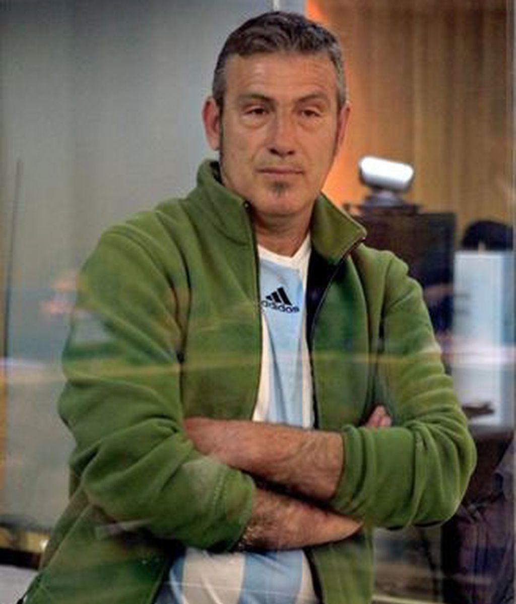El exnúmero dos de ETA Félix Alberto López de la Calle Gauna, alias 'Mobutu', ha acudido este jueves con una camiseta de la selección argentina de fútbol al primer juicio que tiene que afrontar en España por el asesinato de tres guardias civiles durante una prueba ciclista celebrada el 4 de octubre de 1980 en Salvatierra (Álava)