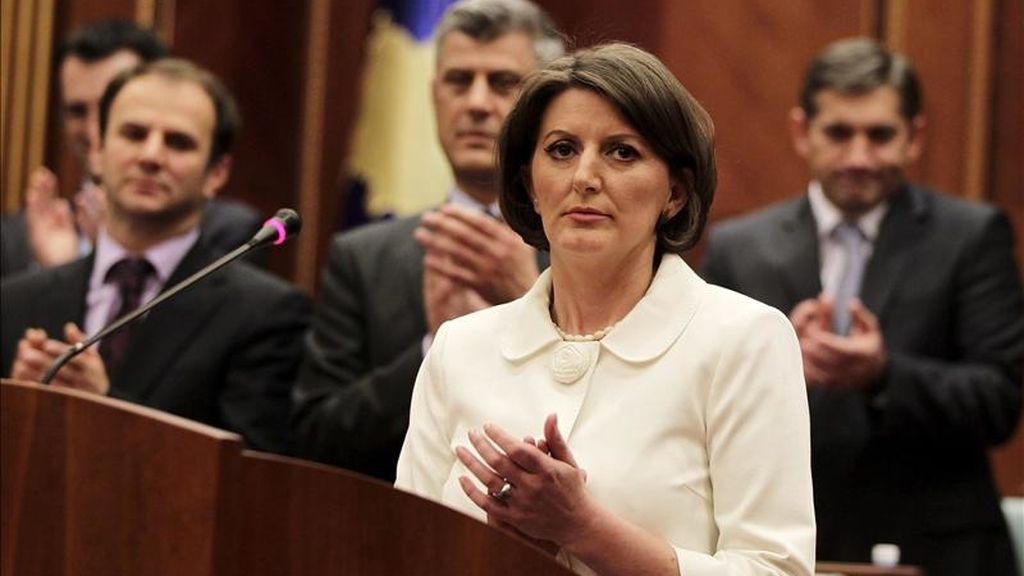 La presidenta de Kosovo recién electa, Atifete Jahjaga, interviene en el Parlamento de Kosovo, en Pristina, la capital del autoproclamado Estado independiente Kosovo. EFE