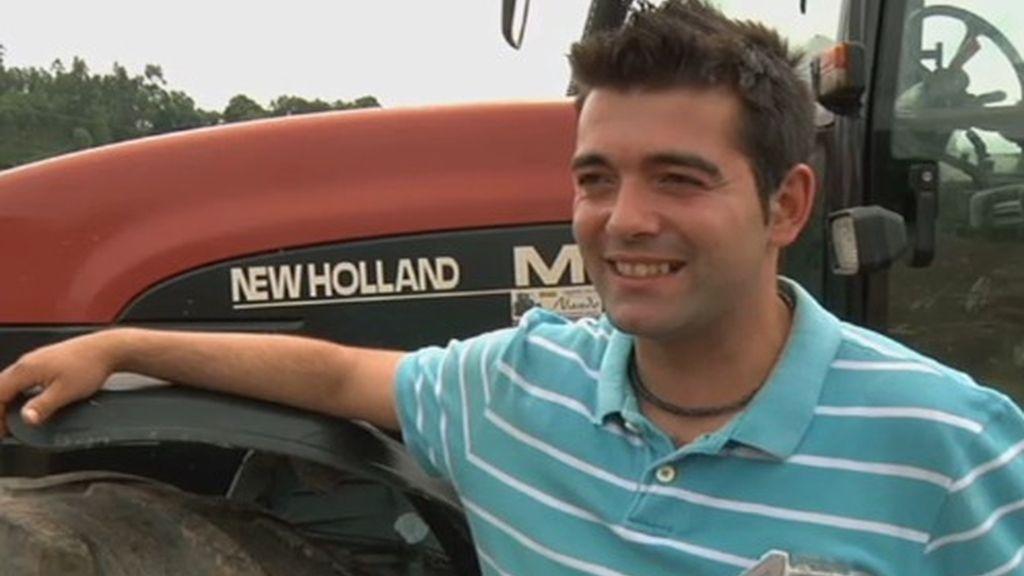 """""""El Cristinao Ronaldo de los tractores"""". Joaquín aprendió a conducir tractores con 12 años y desde entonces han sido su pasión"""