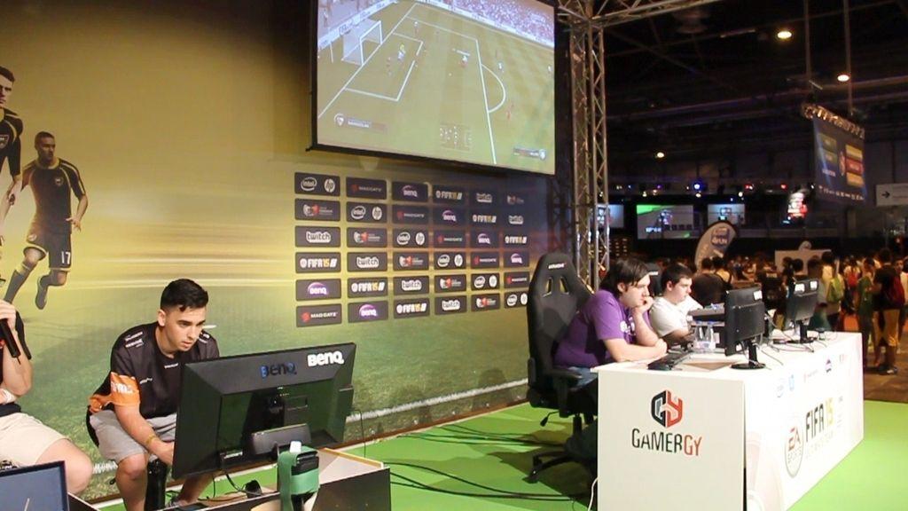 Así es un partido de fútbol virtual en las gradas de Gamergy