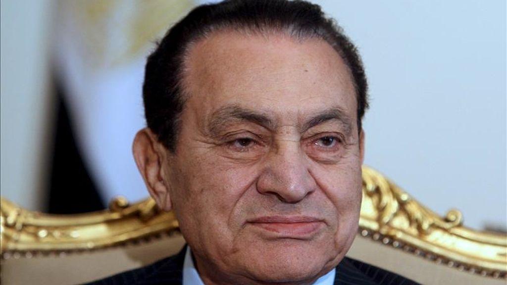 Fotografía de archivo fechada el 9 de febrero de 2011 que muestra al expresidente egipcio, Hosni Mubarak, en El Cairo, Egipto. EFE