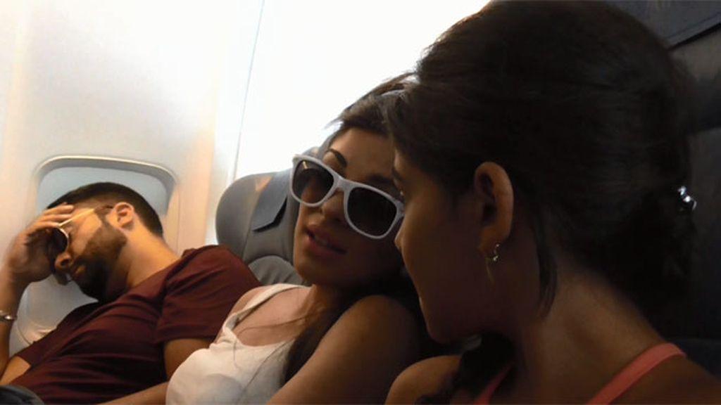 Los Jiménez se suben a un avión por primera vez con destino Milán