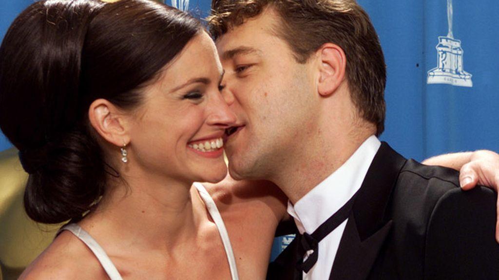Russell Crowe besa a Julia Roberts en 2000