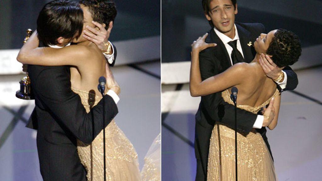 Adrien Brody besó a Halle Berry cuando recogía el premio por ' El pianista' en 2002