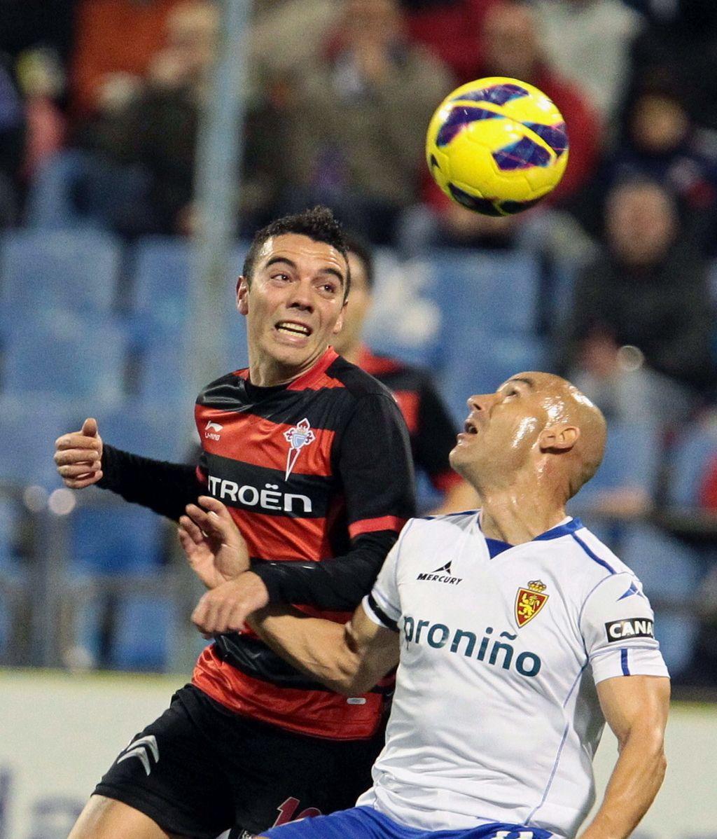 El centrocampista del Zaragoza José María Movilla  y el delantero del Celta Iago Aspas