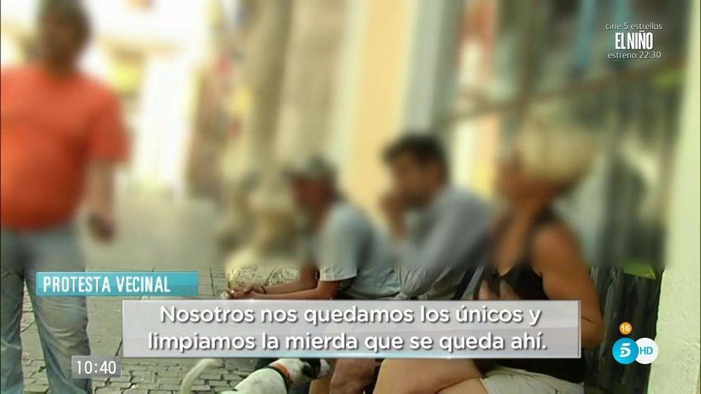 Orines, drogas, y peleas…Los sintecho convierten el Pumarejo en la plaza sin ley