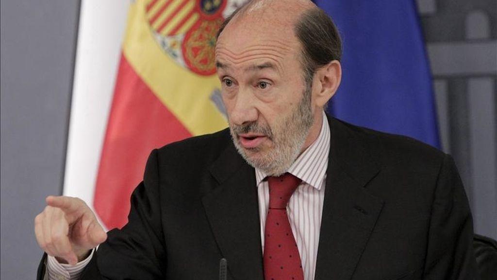 El vicepresidente primero del Gobierno, Alfredo Pérez Rubalcaba, durante la rueda de prensa posterior al Consejo de Ministros hoy en el palacio de la Moncloa. EFE