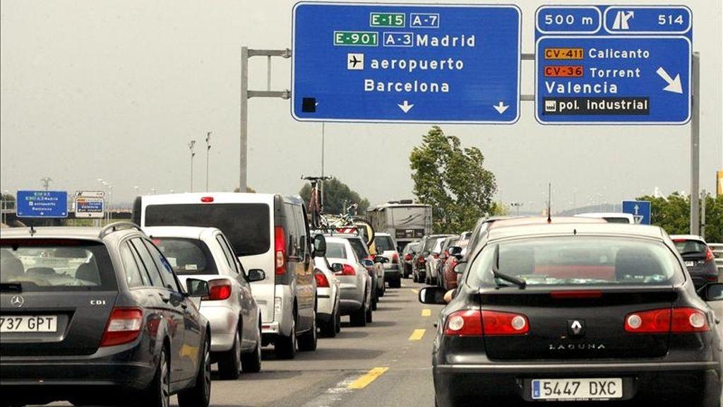 El retorno de los conductores que han disfrutado de las vacaciones de Semana Santa está provocando algunos atascos en la autovía A-7 en dirección a Barcelona. EFE