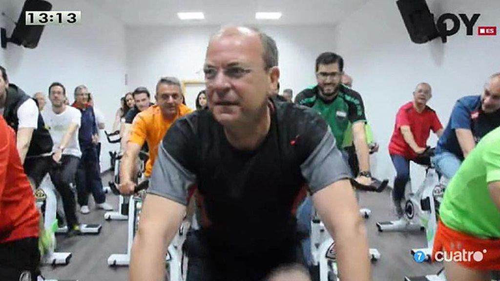 Monago hace spinning en Plasencia para anunciar ayudas a gimnasios
