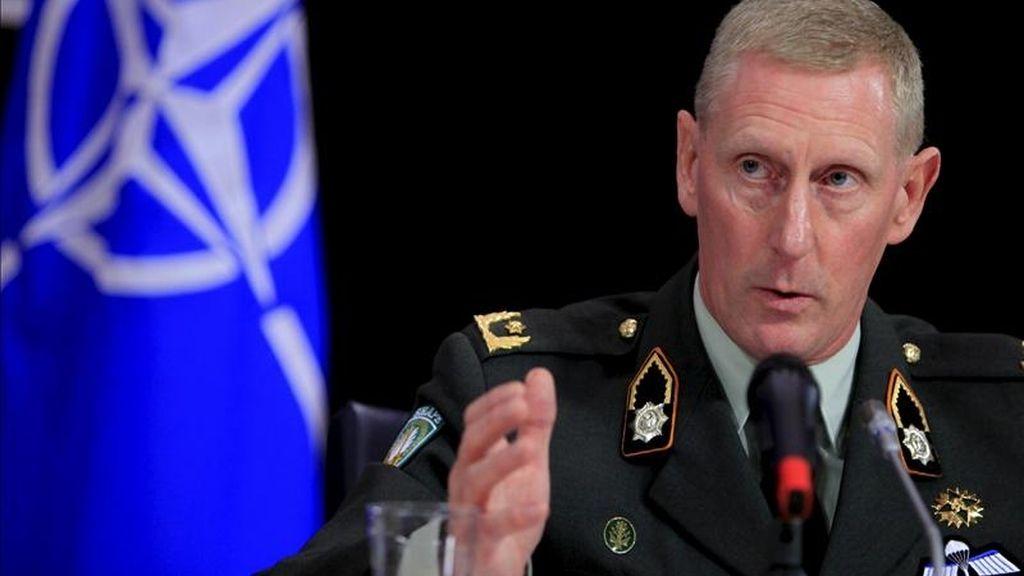 El general de brigada holandés Marc van Uhm, un alto oficil de la OTAN, durante una rueda de prensa sobre la operación de la OTAN en Libia, en Bruselas, Bélgica. EFE