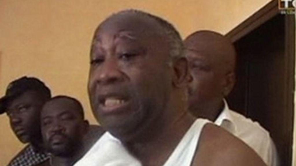La televisión de Costa de Marfil ha emitido el vídeo con las imágenes del arresto del presidente saliente Gbagbo. Vídeo: Informativos Telecinco