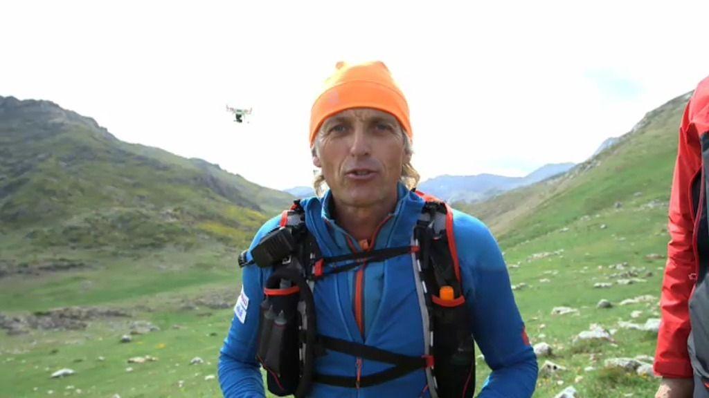 Jesús Calleja echa una carrera a unos drones por las montañas de Somiedo