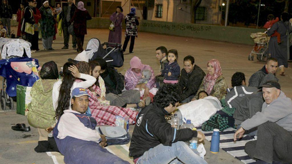 Miles de personas han pasado la noche en la calle en Lorca