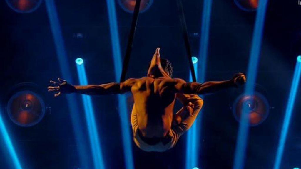 Marco Aurelio consigue hacer arte y baile suspendido en el aire