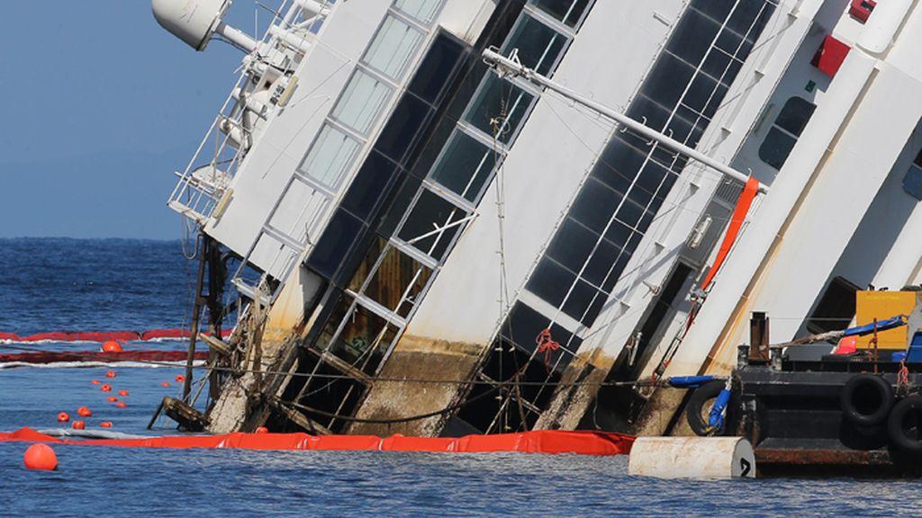 Empieza a enderezarse en casco del Costa Concordia