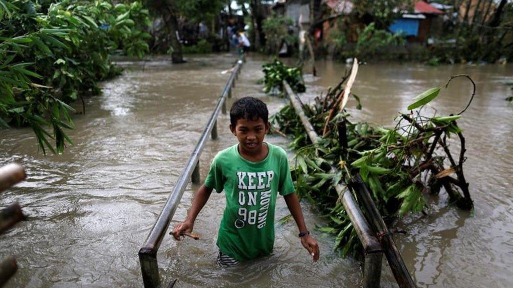 Filipinas sufre los embates del tifón Nock ten
