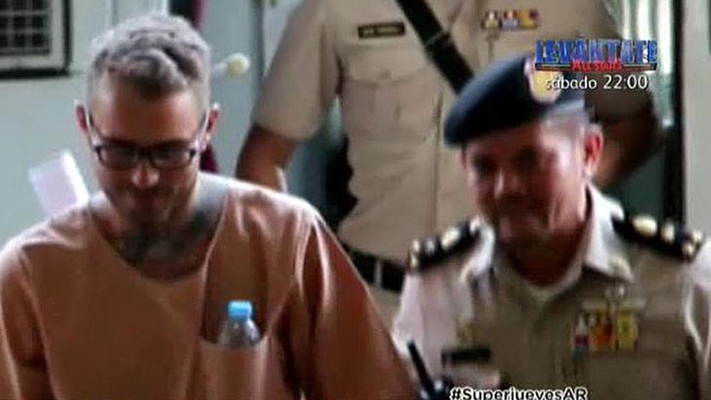 Artur Segarra, sonriente antes de comparecer ante el juez en Tailandia