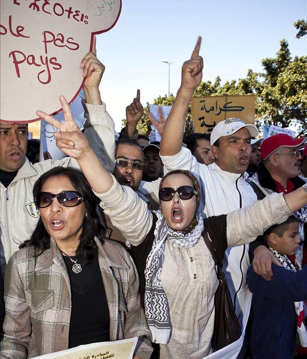 Siete manifestantes resultaron heridos y otros cinco detenidos en los enfrentamientos que se produjeron hoy ante el ministerio marroquí de Educación en Rabat, donde se había convocado una protesta de diplomados universitarios en paro que fue disuelta por la policía, informaron los convocantes de la marcha. EFE/Archivo