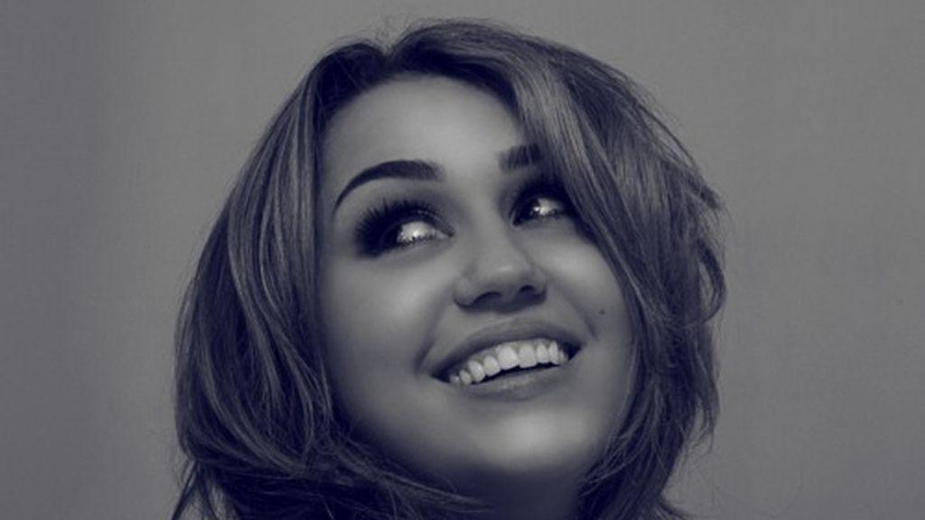 Una de las nuevas imágenes de la cantante y actriz que aparecen en su página web.