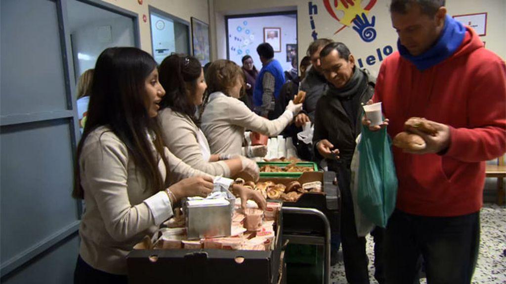 Las chicas empiezan su obra social en el comedor 'Cachito de cielo'