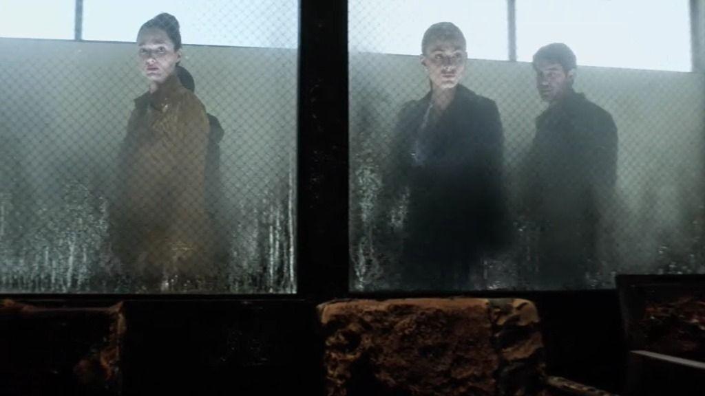 Chloe y Jackson Oz visitan la cárcel que fue atacada por los lobos
