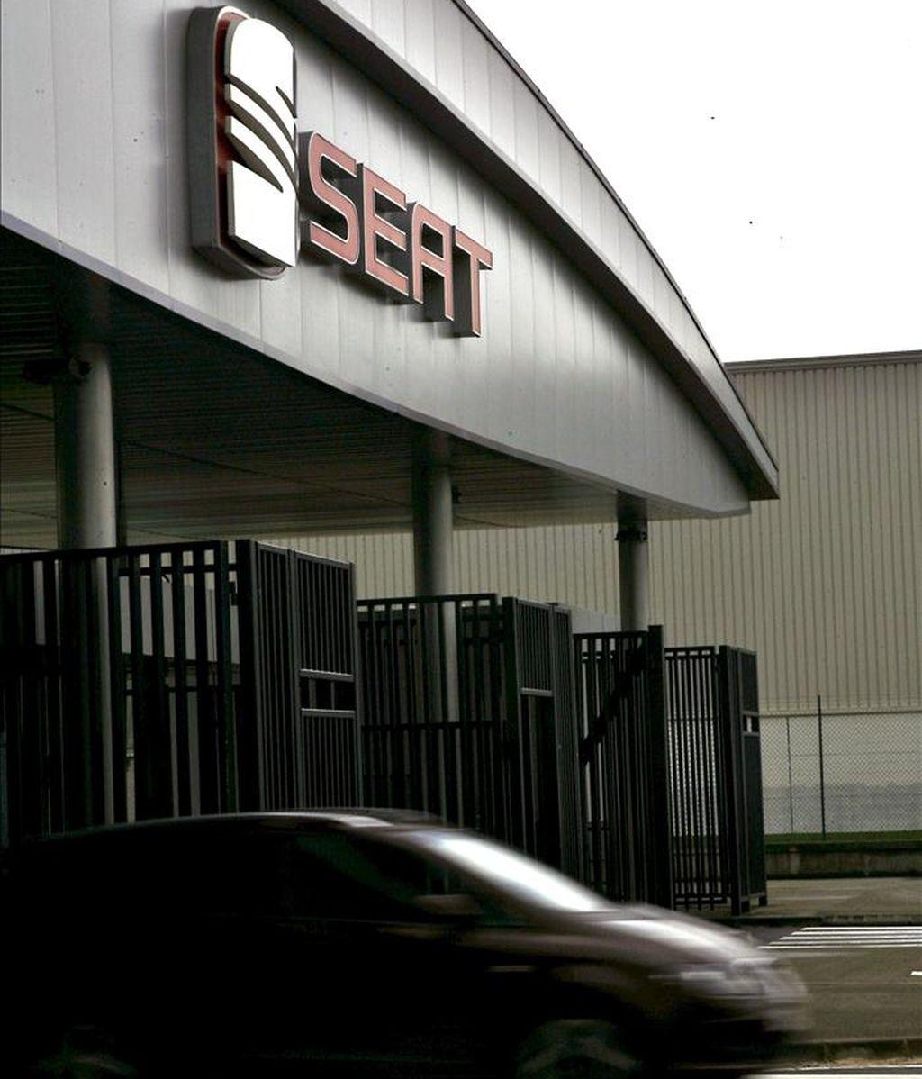 Un coche sale de la planta de Seat de Martorell (Barcelona). EFE/Archivo
