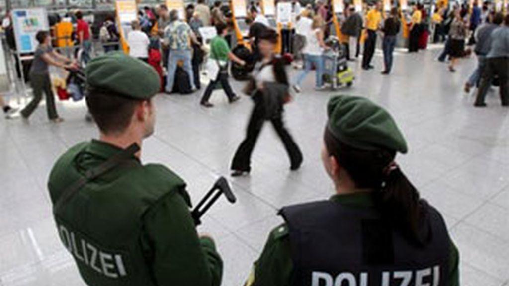 Los dos miembros de la banda fueron arrestados en el aeropuerto de Munich cuando intentaban introducir un menor de Costa Rica. FOTO: EFE/Archivo
