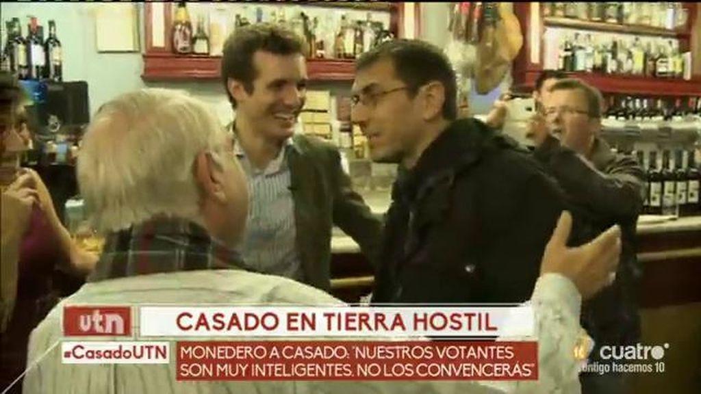 Pablo Casado se reúne con votantes de Podemos y se encuentra a Monedero