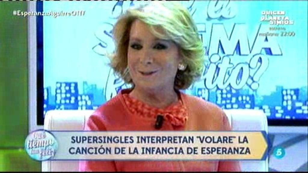 Esperanza Aguirre canta el clásico 'Volare' con los Supersingles