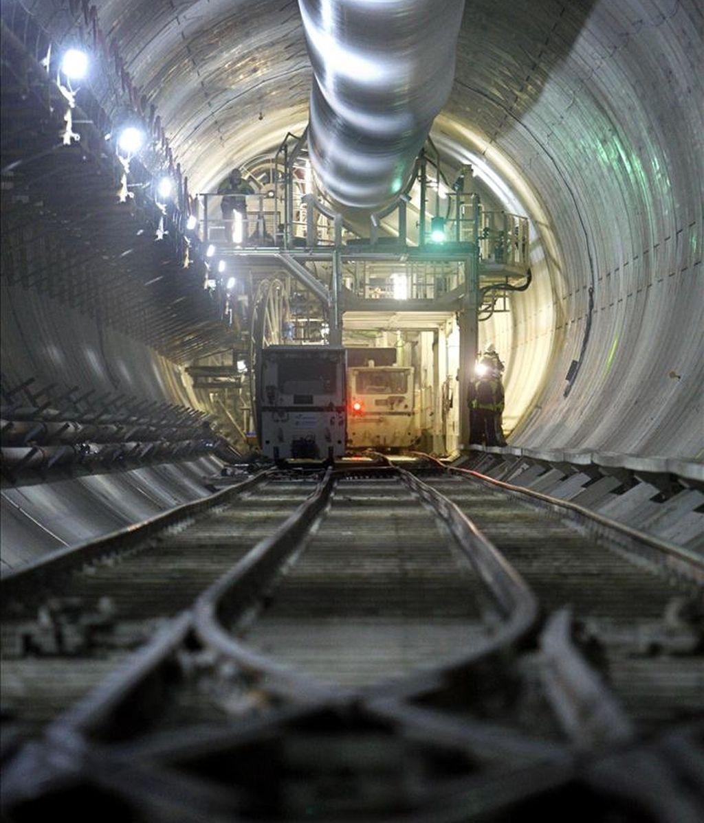En la imagen, vista de un tramo de tunel de las obras de la línea de alta velocidad Madrid-Comunitat Valenciana. EFE/Archivo