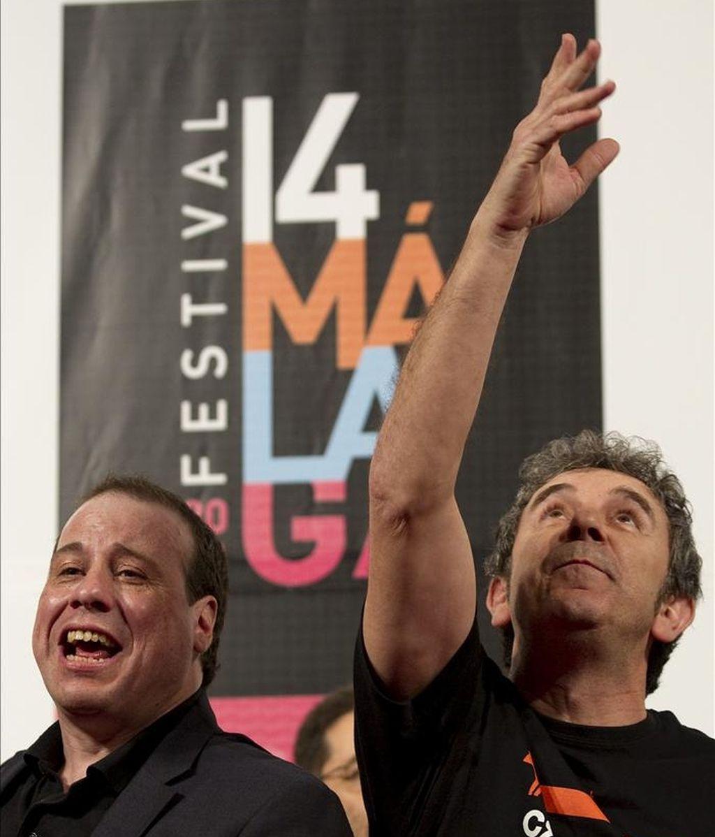 """El director Enrique Otero (i) y el actor Miguel de Lira, durante la rueda de prensa de la presentación de la película """"Crebinsky"""", una historia que, aunque tiene tintes de comedia, por ausencia de un género determinado, llega a ser """"degenerada"""", como la califican sus actores, y se desarrolla en Galicia durante la Segunda Guerra Mundial, durante el  Festival de Cine Español de Málaga. EFE"""