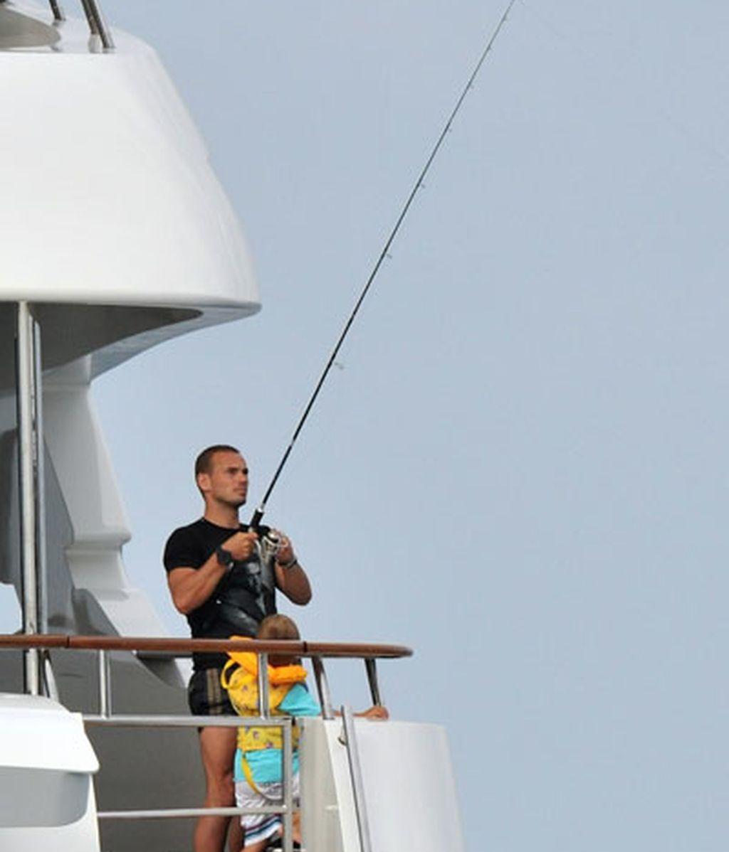 Wesley Sneijder, pescando en Saint-Tropez