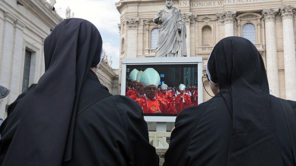 El Vaticano espera la 'fumata' blanca