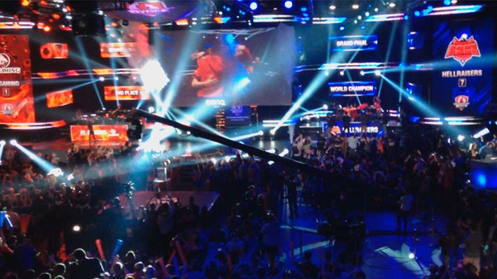Varsovia enloquece con el último cañonazo de Hellraisers, campeón del mundo de WOT