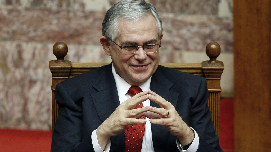 El Gobierno de Papadimos supera la moción de confianza