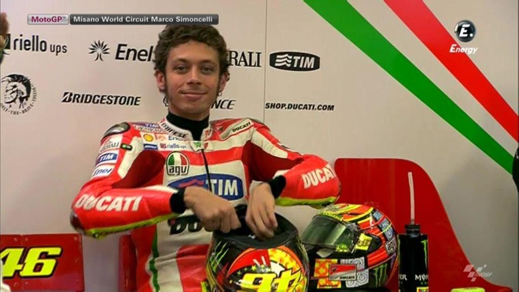 Rossi en su salsa, sonriendo a la cámara