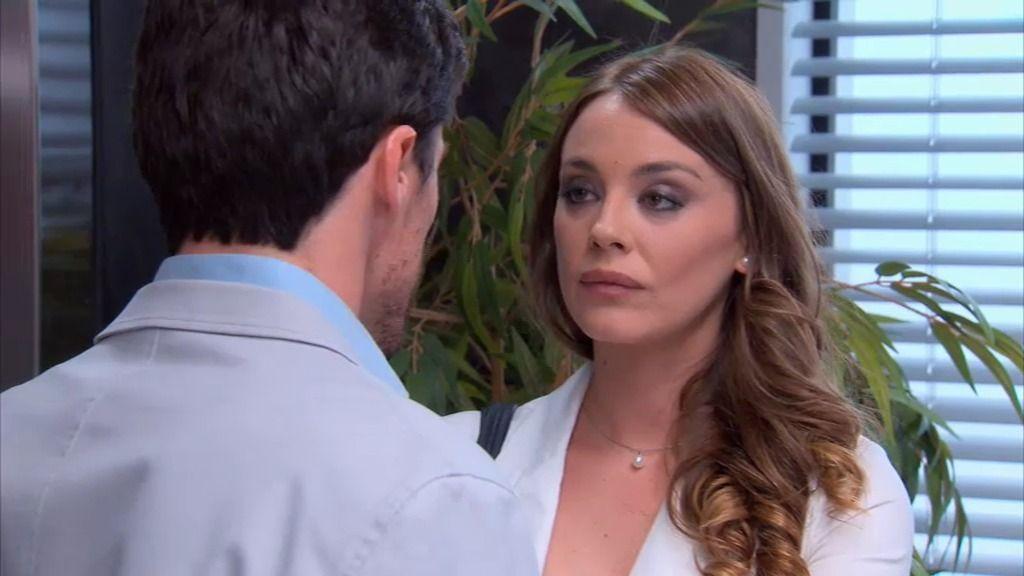 Paola le vuelve a dar calabazas a Carlos