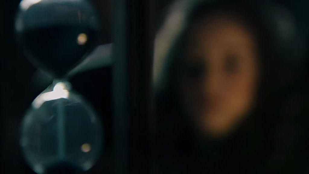 Iris apuñala a Damián