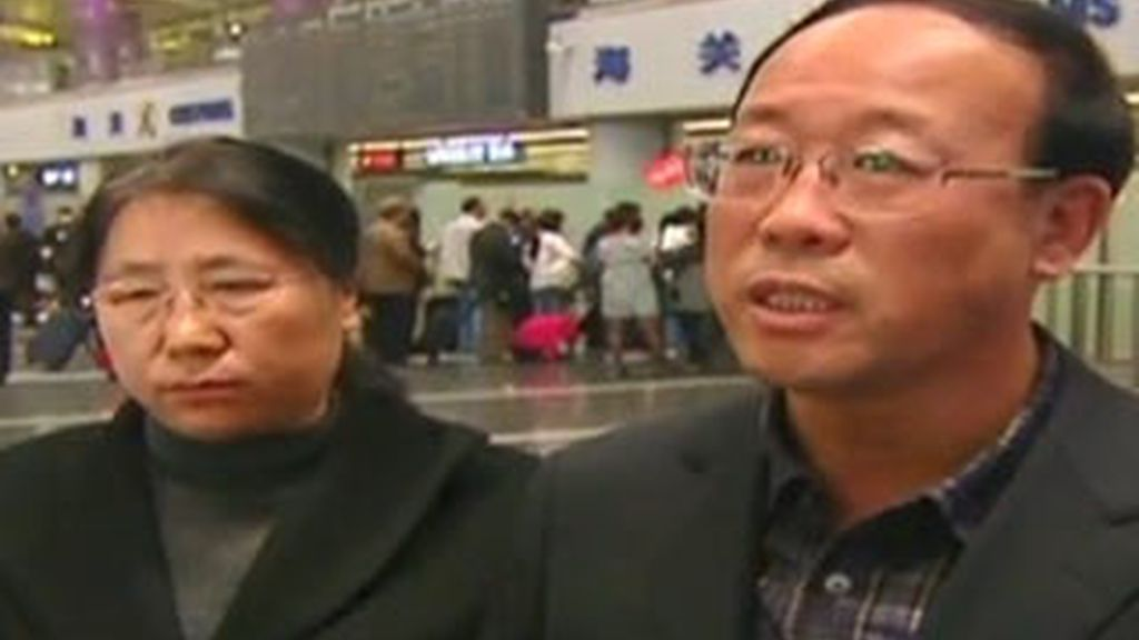 Los padres de la estudiante asesinada Qian Liu a su llegada a Canadá, donde esperan los resultados de la autopsia. CNN