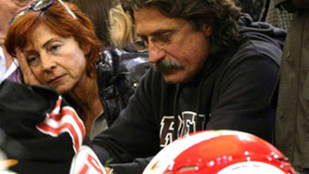 Marco Simoncelli en el entierro de su hijo. Foto: GTres