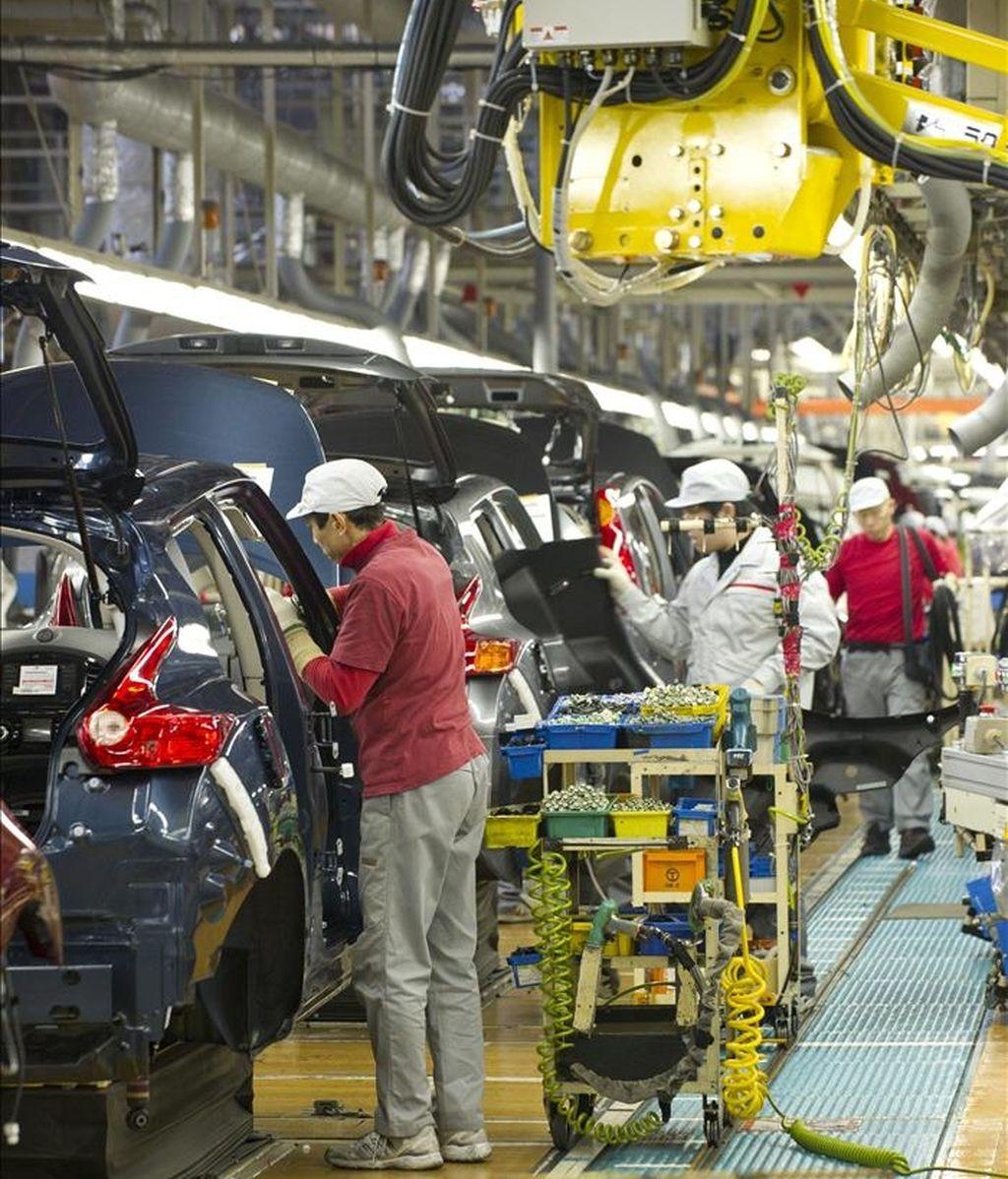 En la imagen, una cadena de montaje en la planta que la marca japonesa Nissan tiene en Oppama (Japón). EFE/Archivo