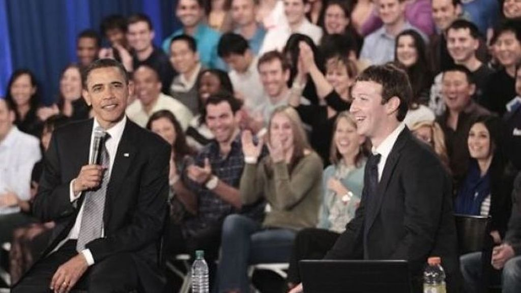 Obama junto a Zuckerberg, fundador de Facebook, desde donde el presidente de EEUU ha relanzado su campaña por la reelección. Foto AP