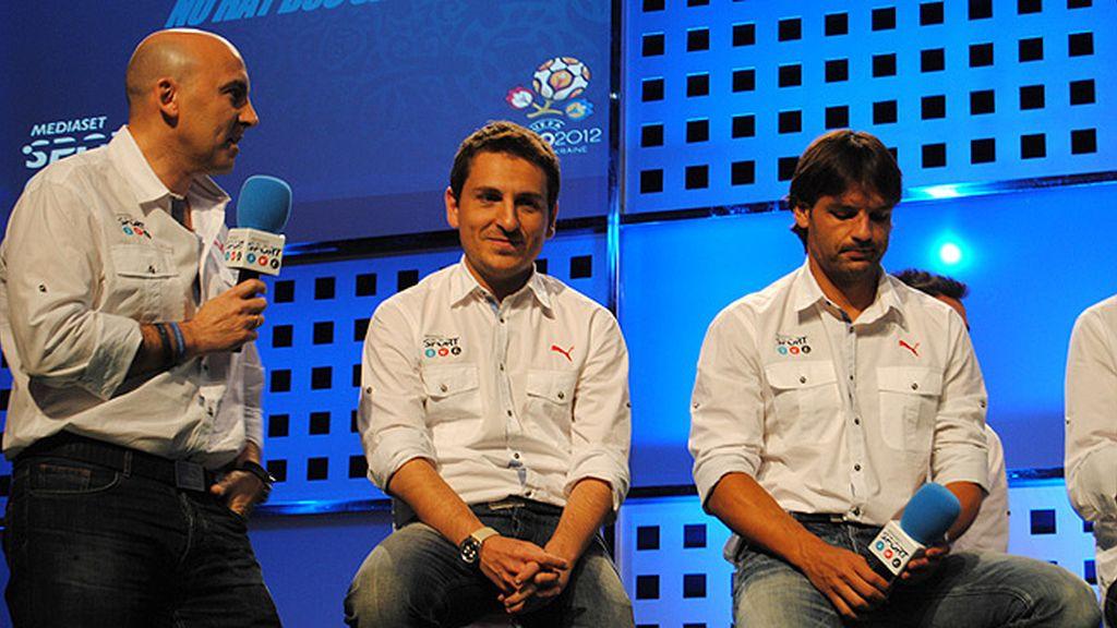 Vasile, J.J. Santos, Manu, Sara, Casillas, Iniesta, Del Bosque, en la presentación